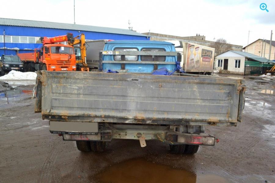 Грузовик с бортовой платформой ГАЗ-3302 категория B.
