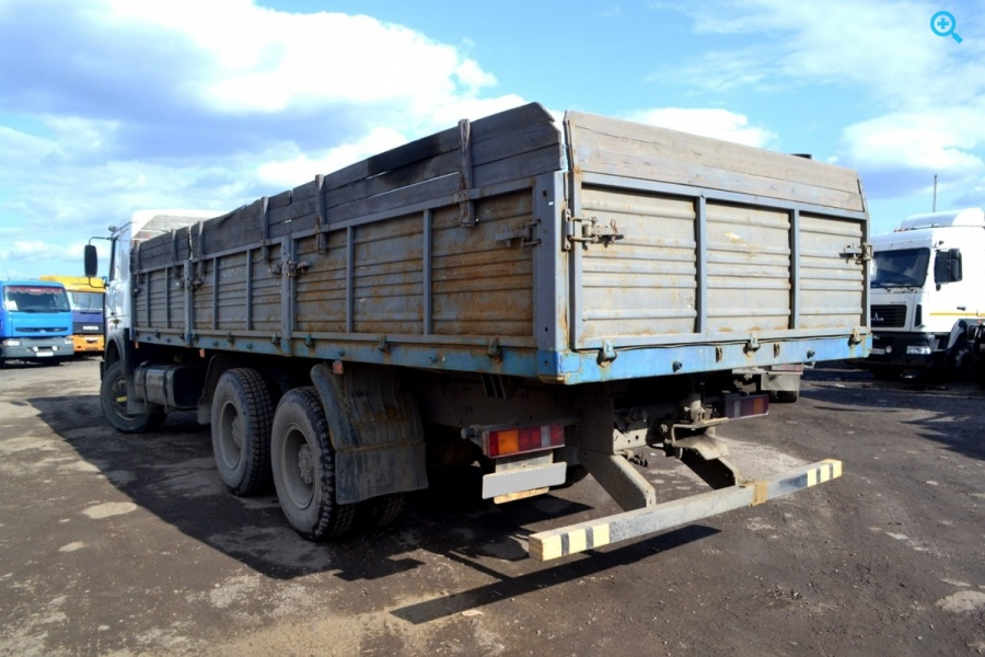 Грузовик бортовой МАЗ 630305-220.