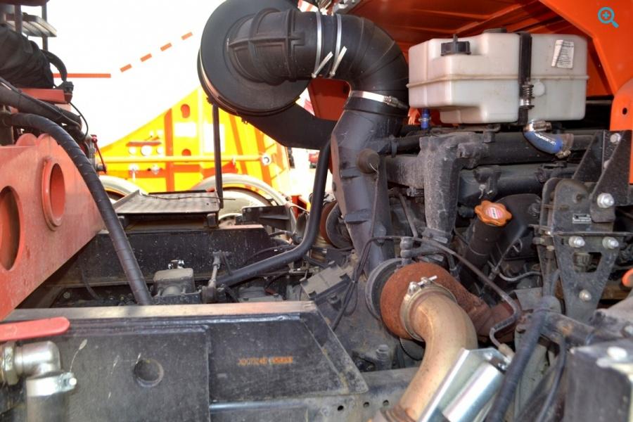 Грузовик бортовой с краном-манипулятором КАМАЗ-43118.