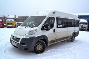 Микроавтобус Peugeot Boxer. Год выпуска 2012.