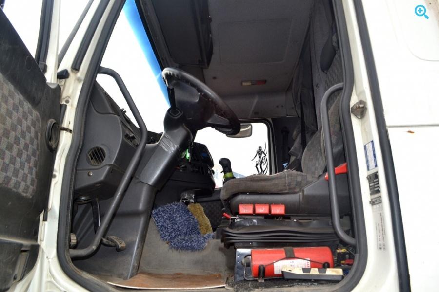 Грузовик тентованный Volvo FH12