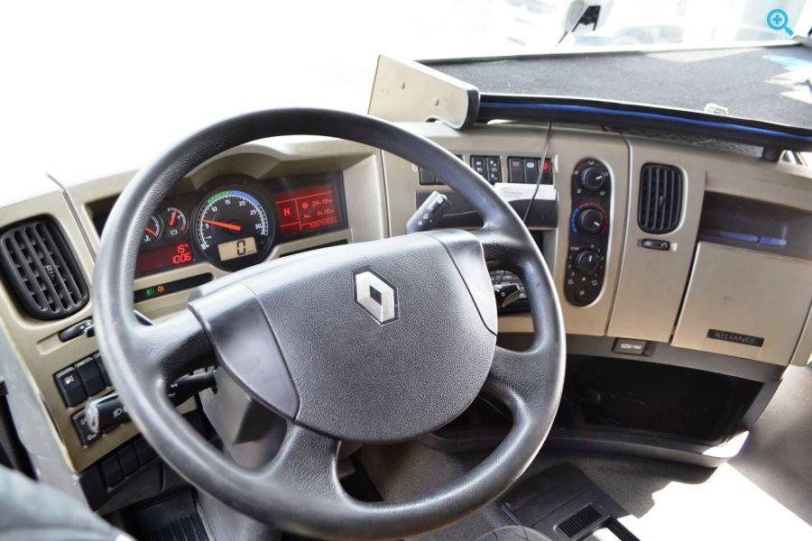 Грузовик шторный Renault Premium 440.19. Год выпуска 2006.