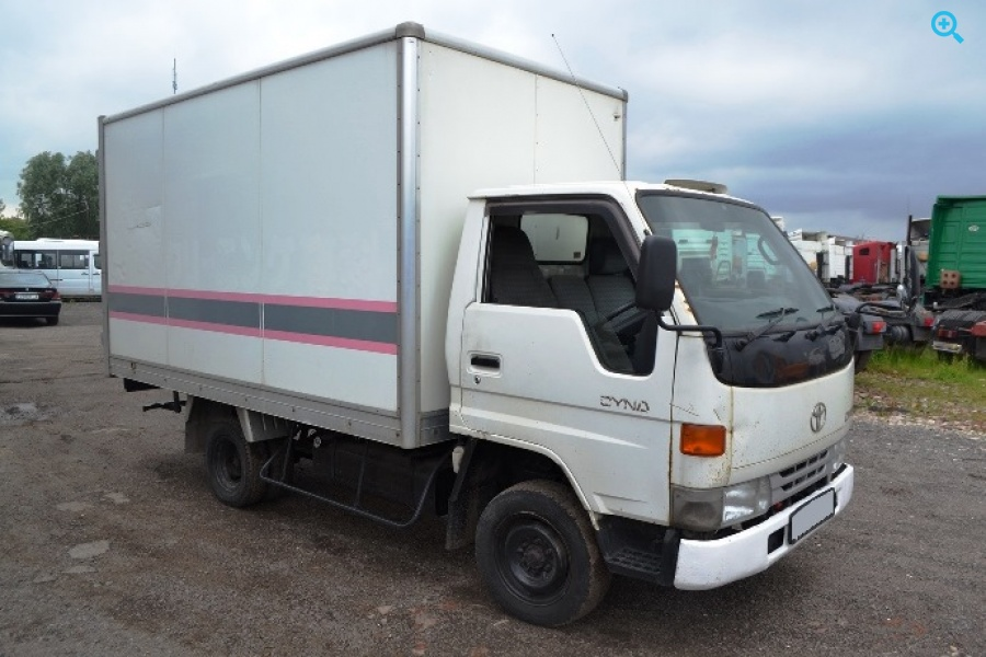 Грузовик фургон Toyota Dyna. Год выпуска 2000. Дата поступления в РФ 2006 год.
