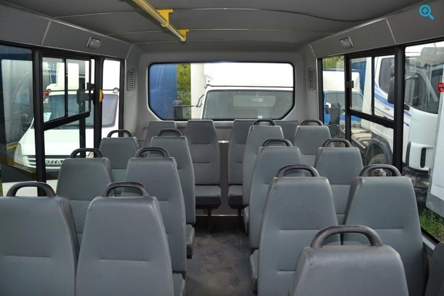 Микроавтобус Peugeot Boxer. Год выпуска 2011.