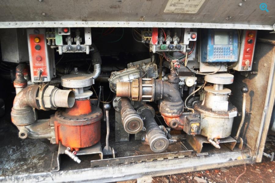 Полуприцеп алюминиевая цистерна SCHWARZMUELLER STKL-2 под светлые нефтепродукты. Год выпуска 1987.