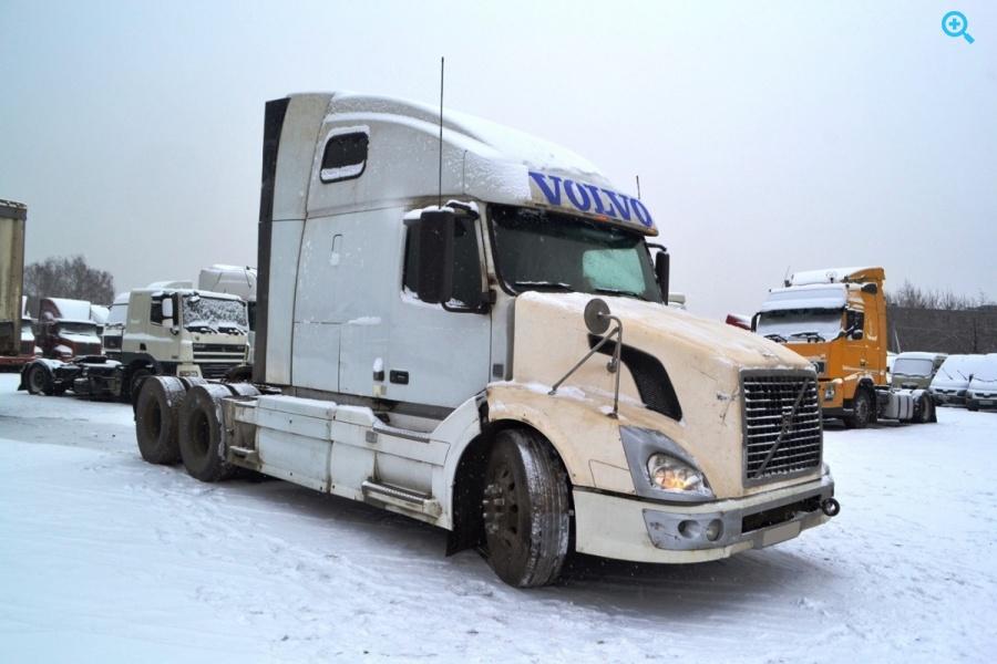 Седельный тягач Volvo VNL 64T 670. Год выпуска 2008.
