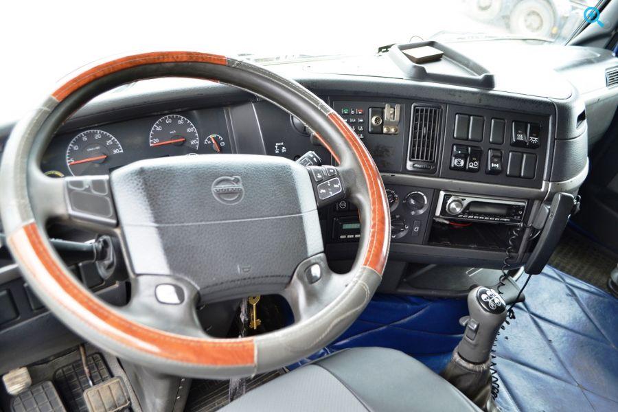 Седельный тягач Volvo FH12 (ШВЕЦИЯ). Год выпуска 2002.