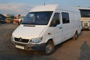 Купить микроавтобус грузопассажирский  Mercedes-Benz Sprinter. 2004 года выпуска