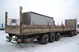Полуприцеп бортовой МАЗ 975830. Год выпуска 2004.