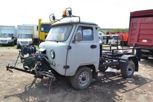 Многофункциональная коммунальная уборочная машина УАЗ-3303 с установкой МКМ-1904